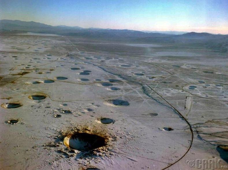 АНУ-ын Невада муж дахь цөмийн бөмбөгний үүсгэсэн нүхнүүд