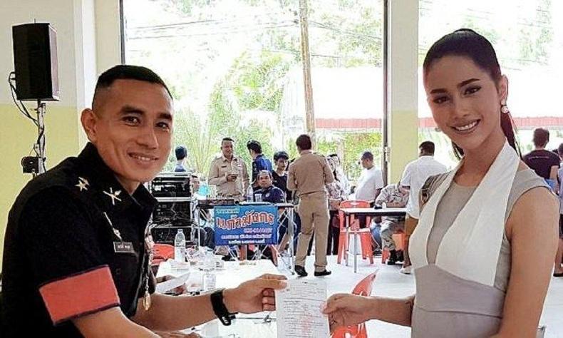 Цэргийн албанаас чөлөөлөгдөж буй Тайландын трансжендерүүд