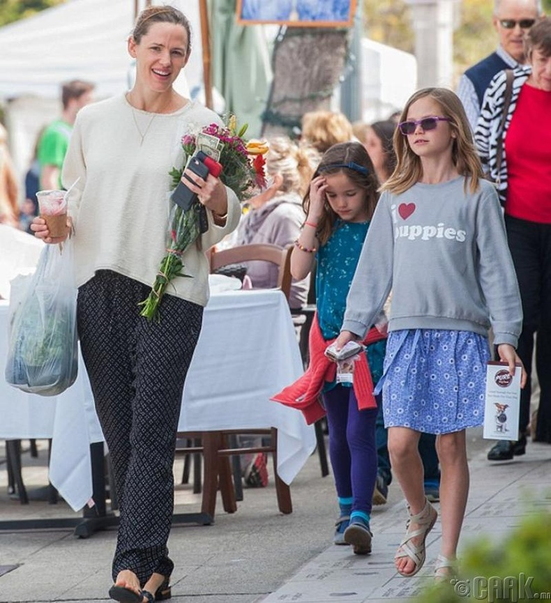 Женнифер Гарнер хүүхдүүдээ ганцаараа өсгөхөөс айгаагүй