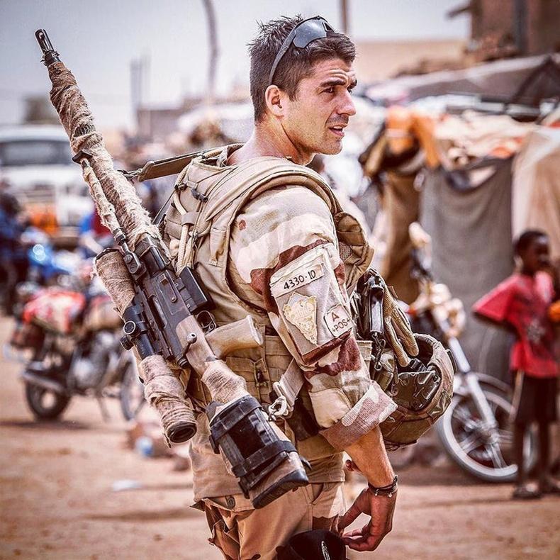 Францын Армийн мэргэн бууч Мали улсад