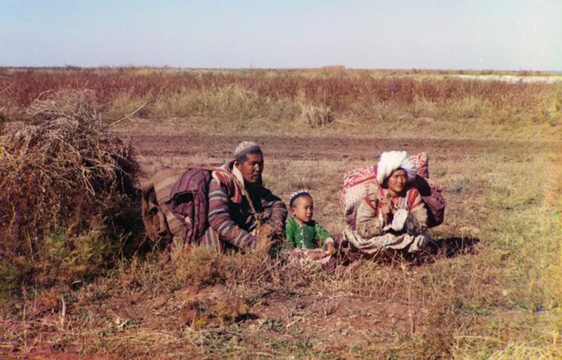 Киргиз нүүдэлчид Голоднаяагийн талд (Өнөөгийн Узбек, Казахын нутаг) - 1910 он