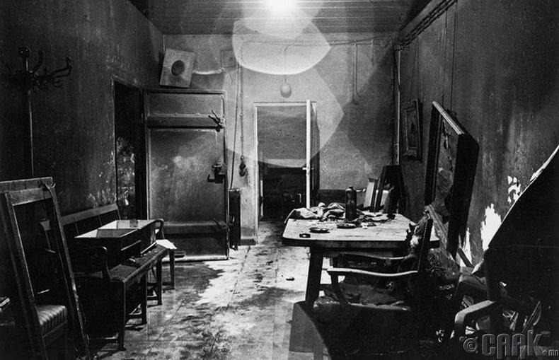 Холбоотнууд Берлинийг эзлэх үед Гитлерийн орогнож байсан өрөө - 1945 он