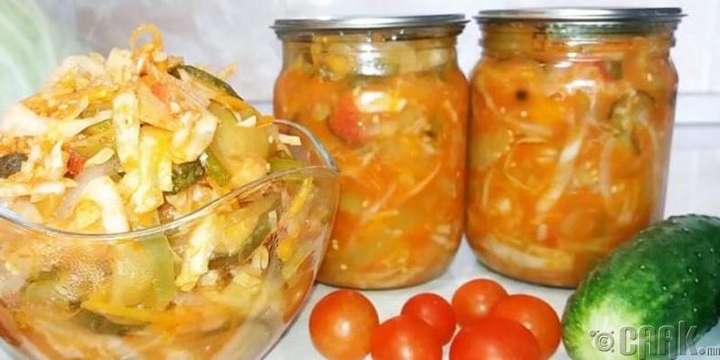 Өргөст хэмх, хаш, амтат чинжүү, улаан лоольтой байцааны салат