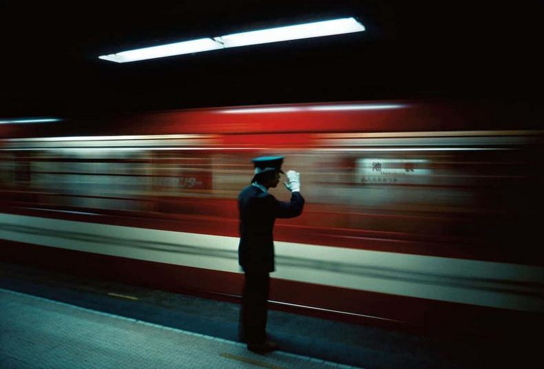 Икебүкүро метроны буудал- 1976 он