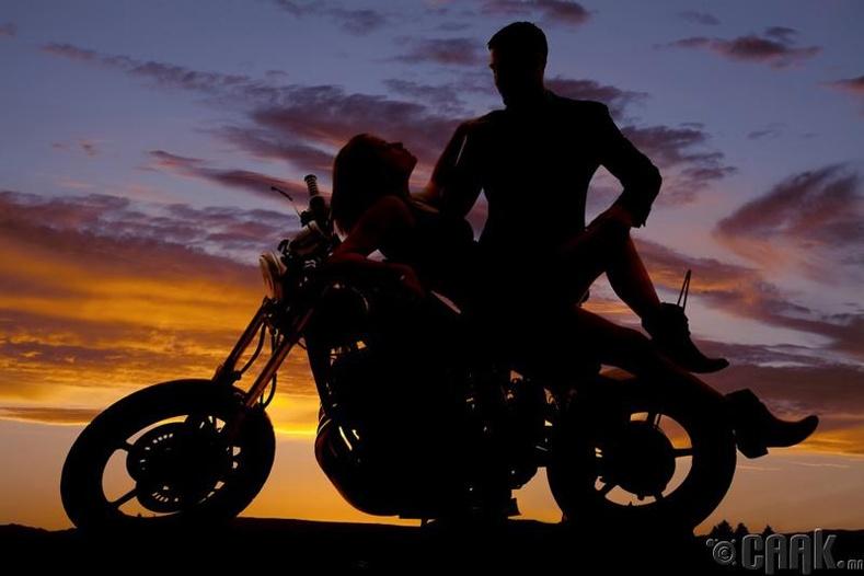 Мотоцикл дээр хурьцал үйлдэж болохгүй - Англи