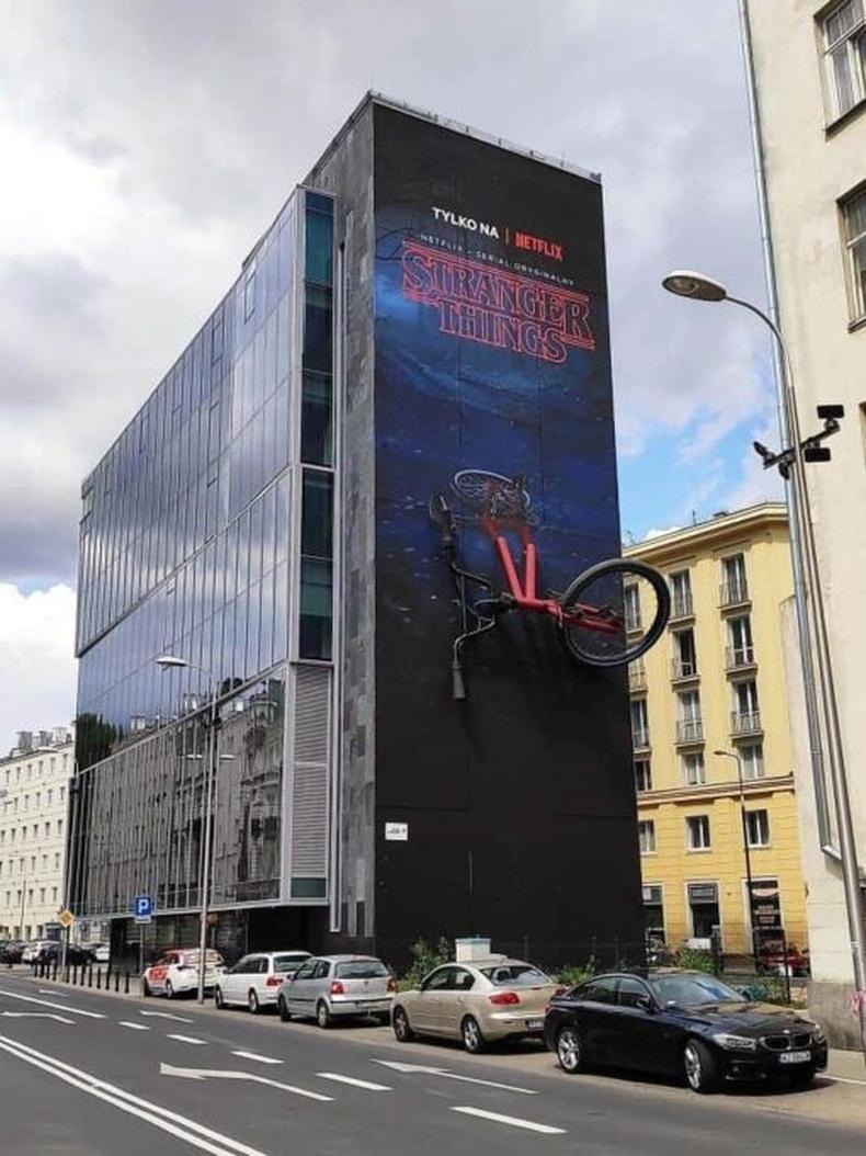 Stranger Things цувралын Польш дахь сурталчилгаа