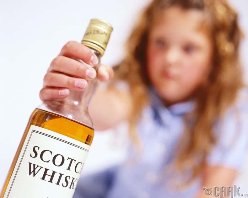 Бага насны хүүхэд согтууруулах ундаа уухыг хуулиар зөвшөөрдөг