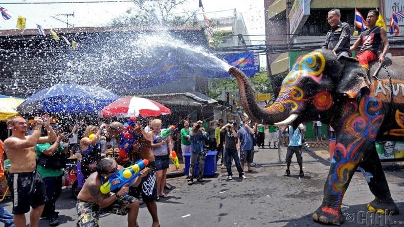 Тайландууд жилд гурван удаа шинэ жил тэмдэглэдэг
