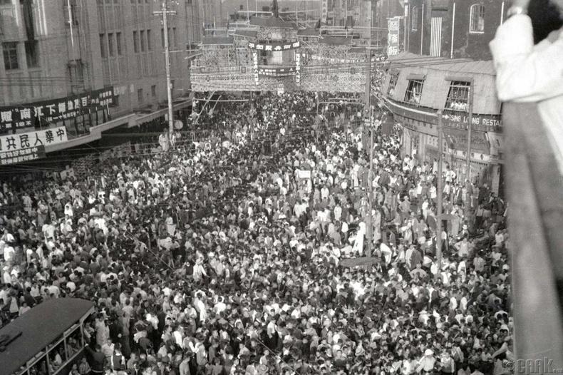 БНХАУ байгуулагдсаныг тэмдэглэхээр мянга мянган хүн цуглав