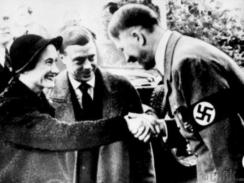 Хатны авга ах Гитлерийн найз байсан