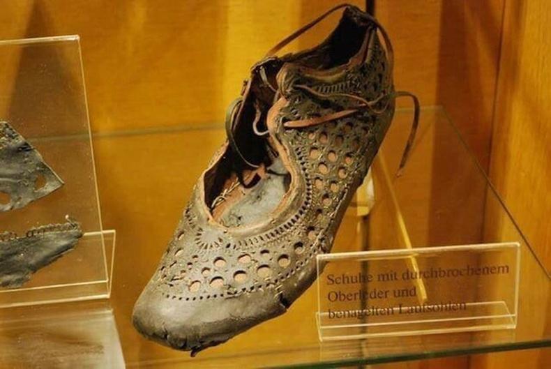 МЭ 1-р зууны Ромын үед хийгдсэн гутал