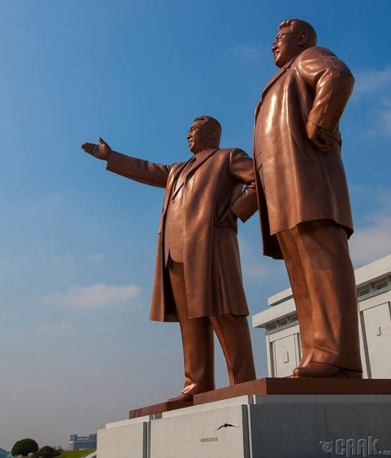 Пхеньян дах удирдагчдын хөшөө 2012 он
