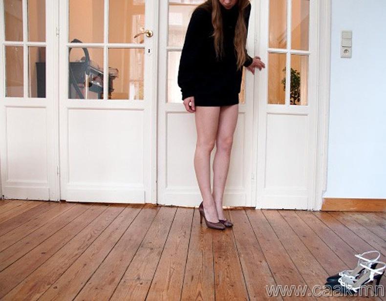 Хүссэн үедээ өндөр өсгийт өмсөж болно