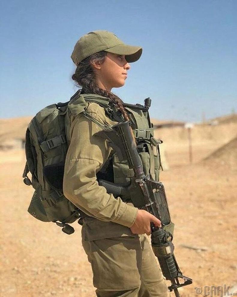 Эцэст нь Израилийн армийн үзэсгэлэнт бүсгүйчүүд