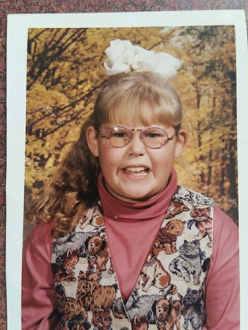 Ээжийнхээ хйиж өгсөн хантаазыг бахархалтай нь аргагүй өмсдөг байлаа