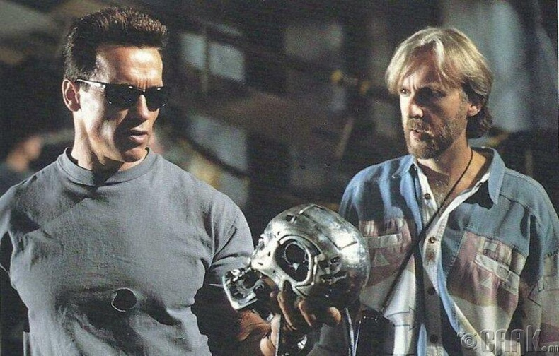 "Арнольд Шварценеггер, Жеймс Камерон ""Terminator 2: Judgment Day"" киноны үеэр"