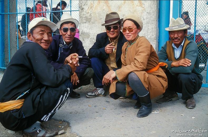 Тамхилан сууцгаах найзууд - Ховд хот, 1996