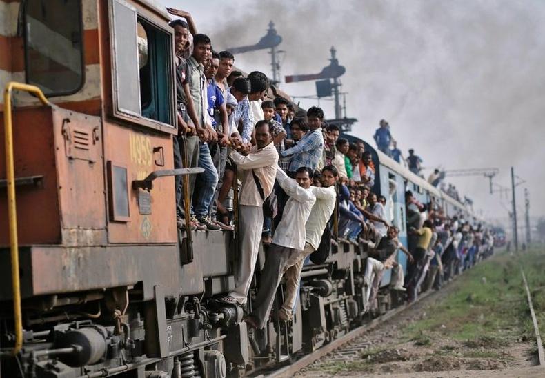 Энэтхэг галт тэрэг нь хамгийн их зорчигч тээвэрлэдэг гэдгээрээ Гиннесийн номонд хүртэл бичигдэж байжээ.