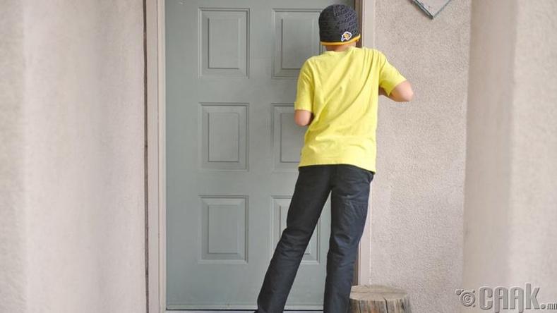 """""""Тог тог, хаалгаа!"""""""