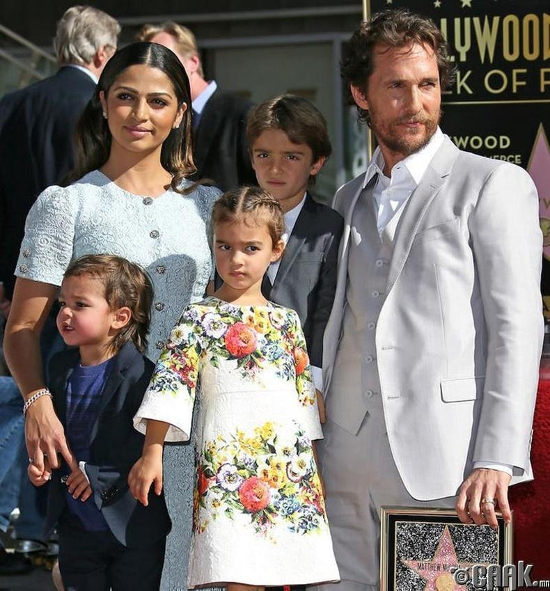 Мэттью Макконехи (Matthew McConaughey)-гийн хүүхдүүд тус бүр 79 сая ам.долларын хөрөнгөтэй