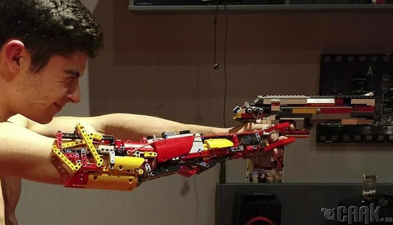 Гараа хуучин лего тоглоомоор орлуулсан залуу