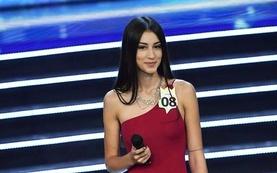 """""""Италийн мисс"""" тэмцээнийг хэзээ ч мартагдахааргүй болгосон охин"""