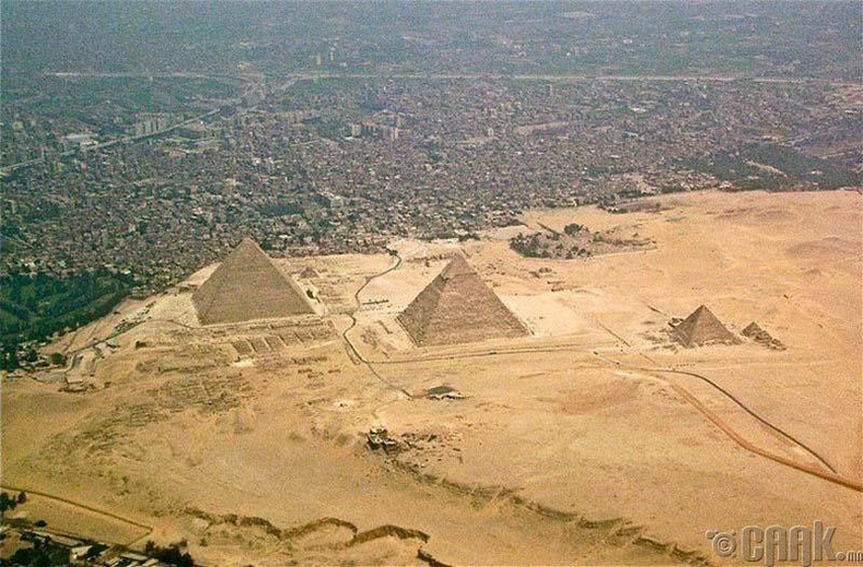 Гизагийн пирамидууд