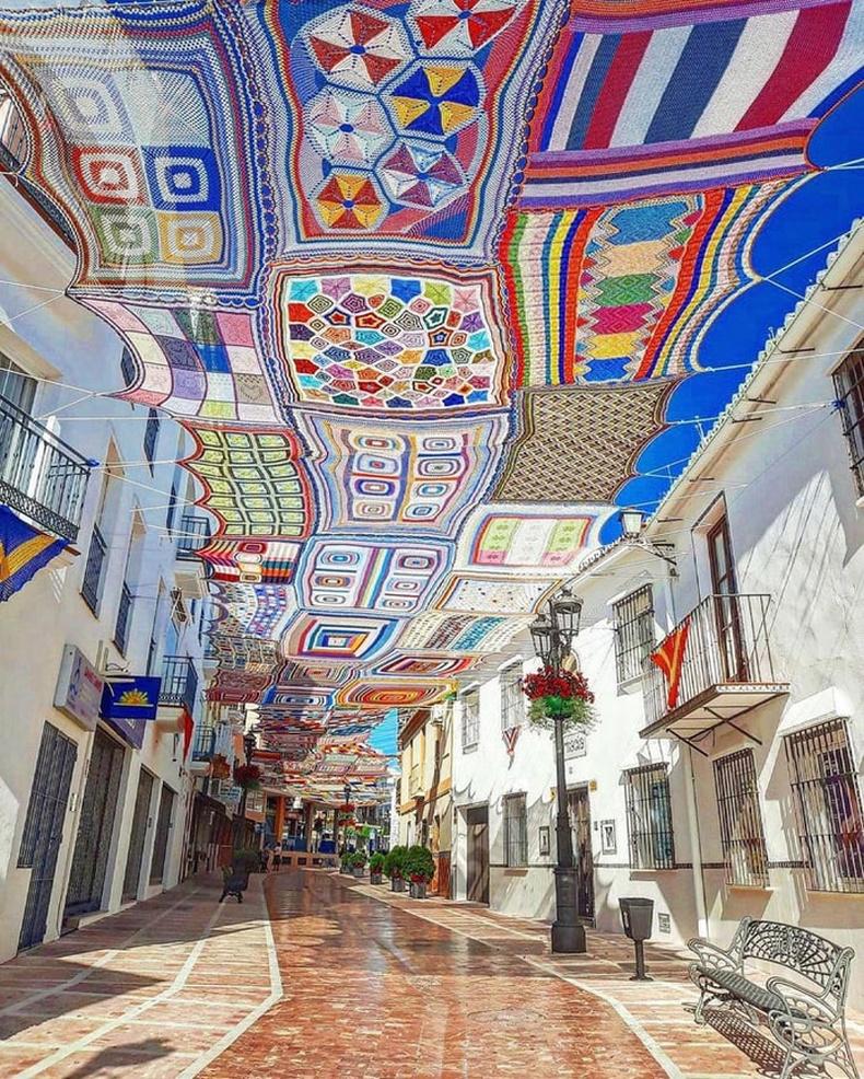 Испанийн Alhaurín de la Torre хотын нэгэн гудамж