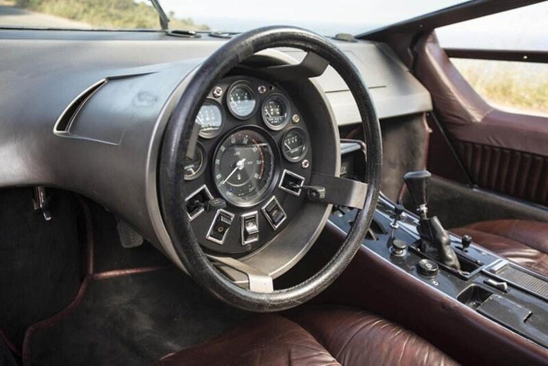 """1972 оны """"Maserati Boomerang"""" автомашины жолооны хүрд"""