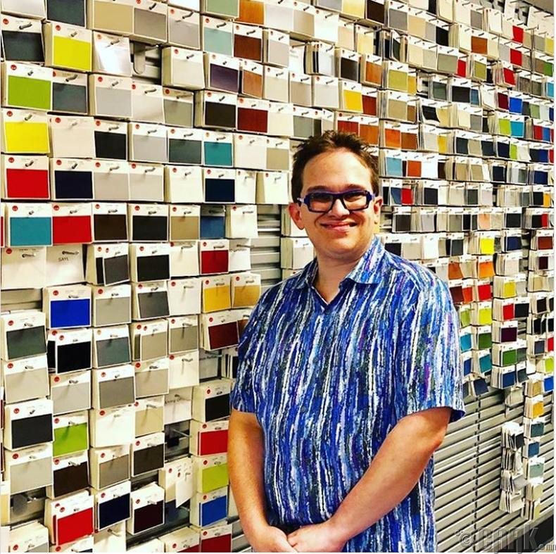 Дөрвөн өнгө ялгадаг алдартай уран бүтээлч Жефф Хенсон