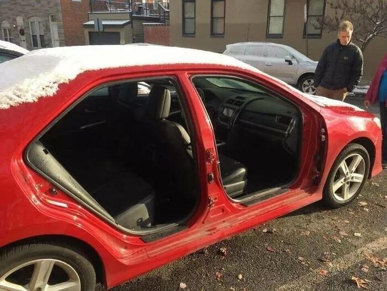 """""""Хөрш маань машиныхаа 2 хаалгыг хулгайд алдчихжээ"""""""
