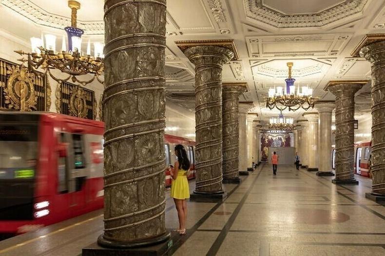 Санкт-Петербург дахь метроны буудал