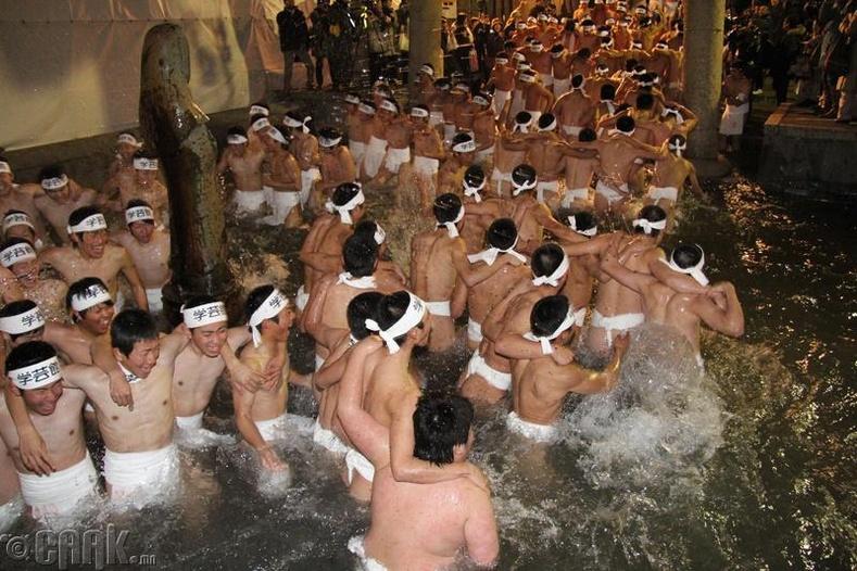 """Хадаки Мацури буюу """"Нүцгэн эрчүүдийн баяр"""""""
