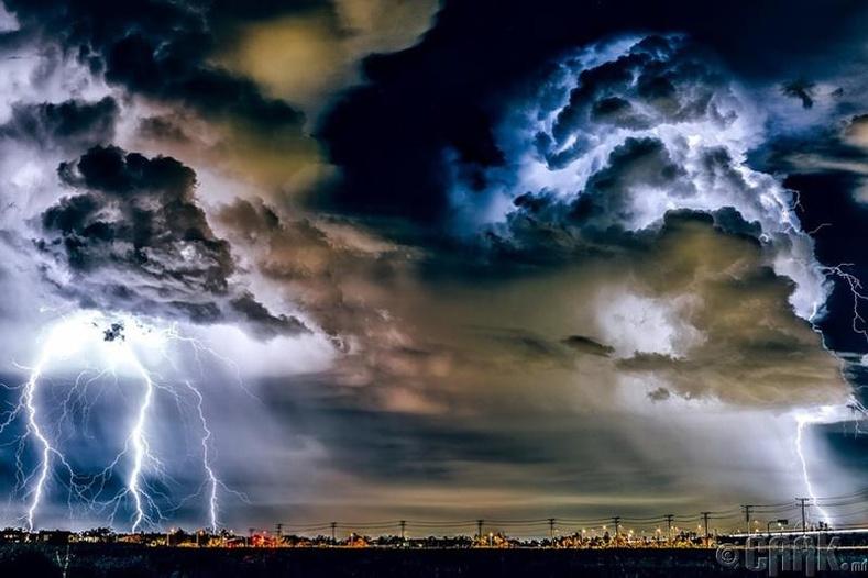 Канадад орж буй дуу цахилгаантай бороо