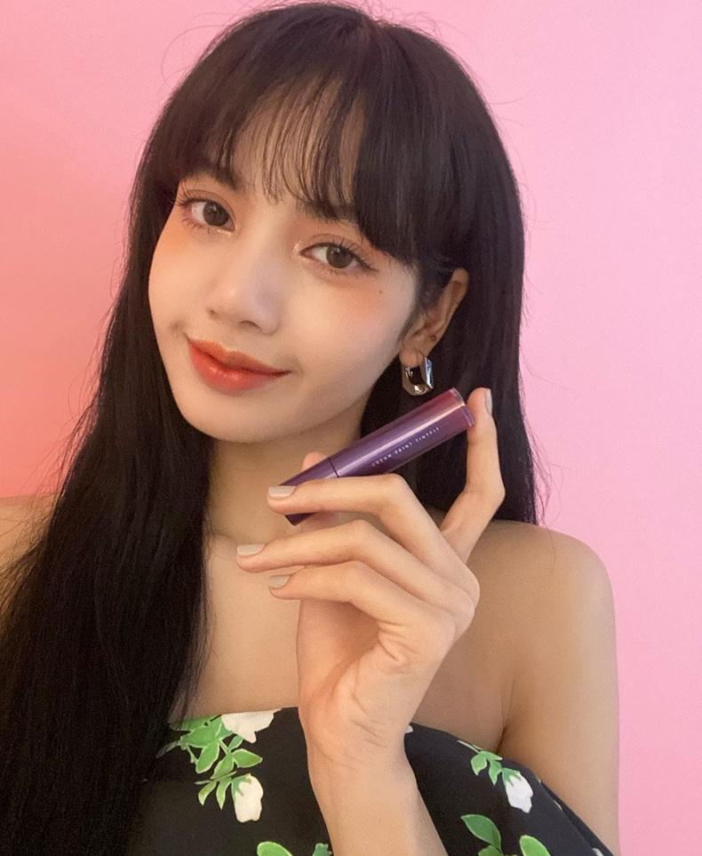 Лалиса Манобан (Lisa) - Тайландын дуучин,  BLACKPINK хамтлагийн гишүүн