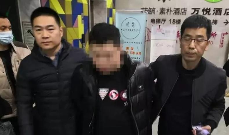 20 бүсгүйтэй зэрэг болзож, 3-тай нь хамт амьдарч байсан Хятадын луйварчин эрийг баривчилжээ