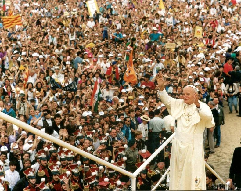 1995 оны дэлхийн залуучуудын өдөр - Ромын пап Ион Паулын залбиралд оролцохоор 5 сая хүн цуглажээ