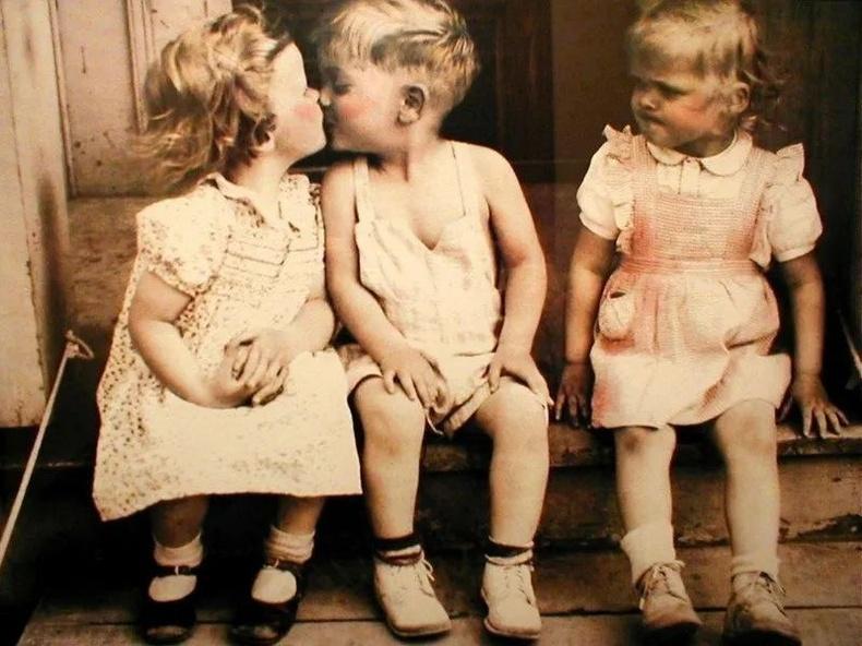 Хүүхэд насанд ч атаархал төрөх нь бий.
