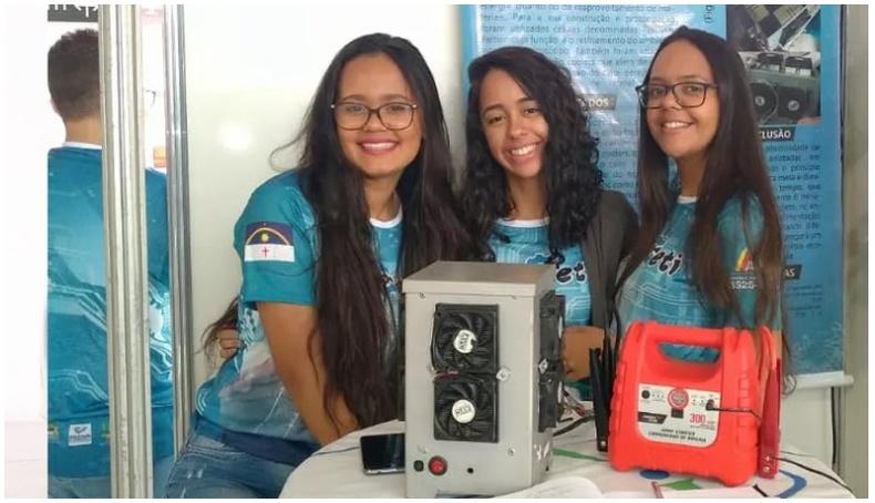 Дунд сургуулийн охид усыг 1 минутын дотор хөлдөөдөг төхөөрөмж бүтээжээ