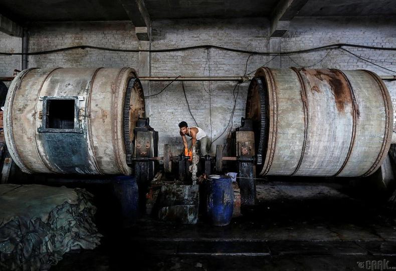 Канпур хотын арьс шир боловсруулах үйлдвэрийн ажилчин