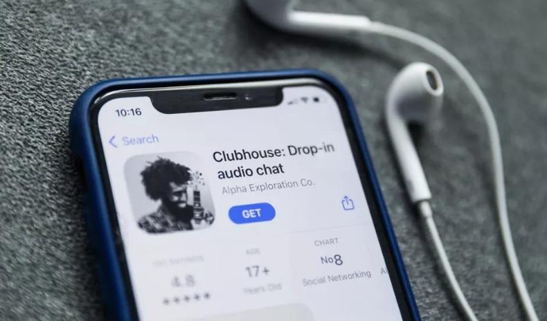 """Цахим орчинд шуугиан тарьж буй """"Clubhouse"""" гэж юу вэ?"""