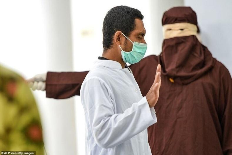 Хүүхэд хүчирхийлсэн Индонези эр саваадуулах шийтгэлийг тэсвэрлэлгүй ухаан алджээ