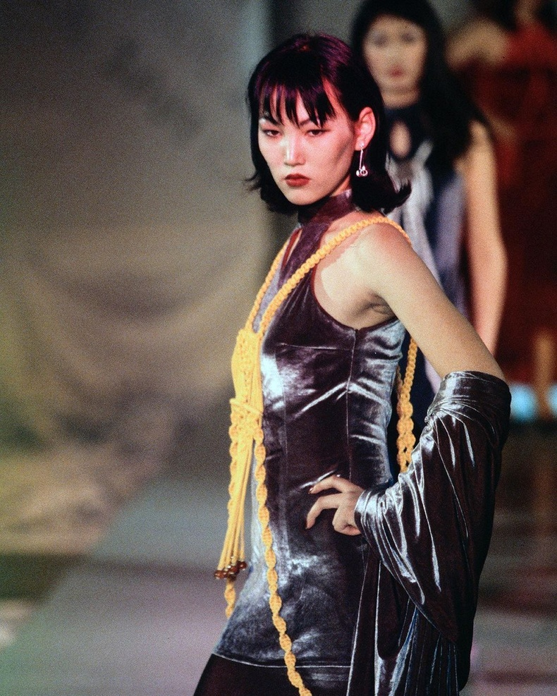 """Загвар өмсөгч Д.Оюунномин (Нора) 2000 оны """"Гоёл"""" наадмын тайзнаа"""