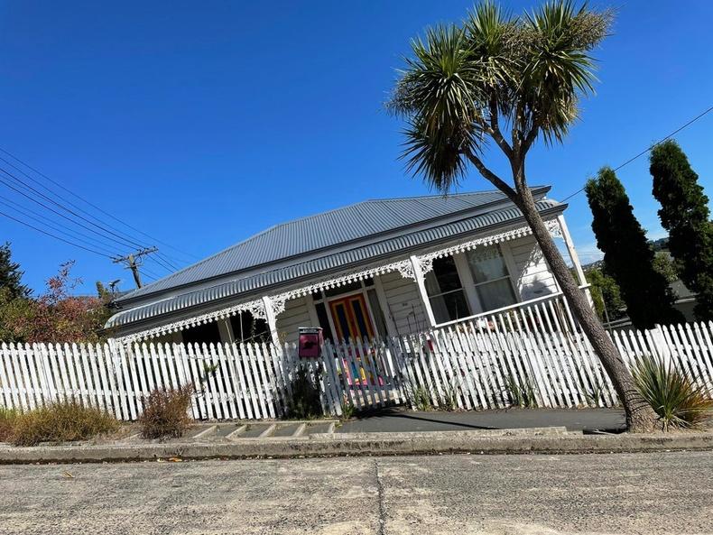 Маш налуу толгой дээр баригдсан байшин - Данедин, Шинэ Зеланд