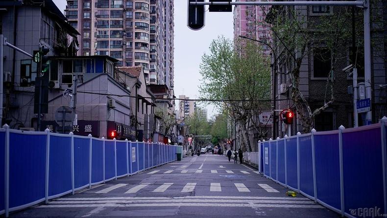 Гудамжаар алхаж буй хүмүүс, 3 сарын 29