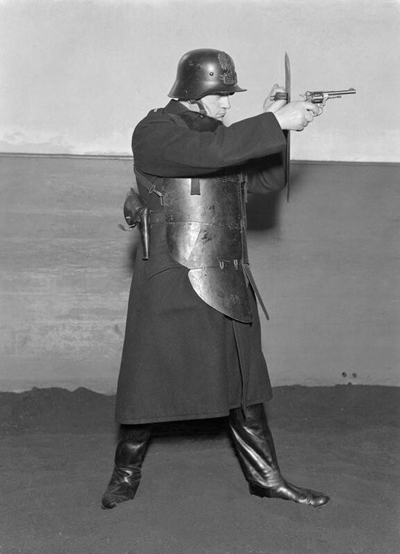 Польш цагдаагийн дүрэмт хувцас - 1934 он