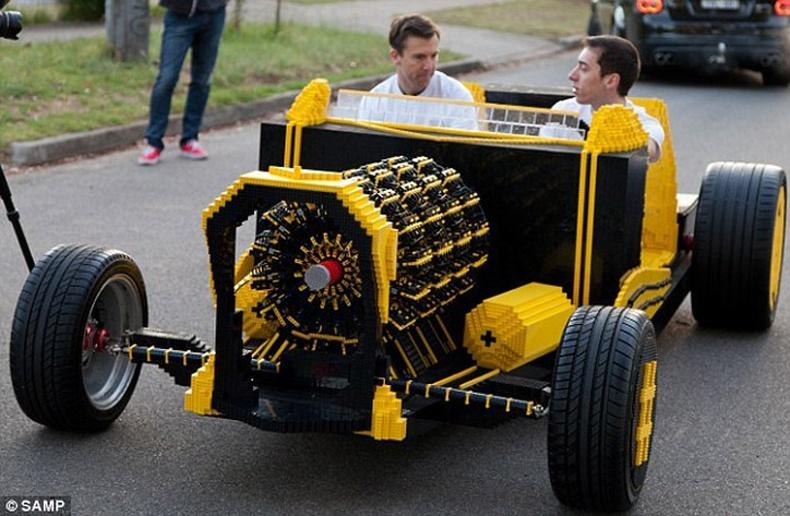 """Хоёр залуу """"Lego""""-гоор жинхэнэ машин бүтээжээ"""