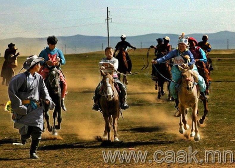 Монгол наадмын зургууд (95 фото)