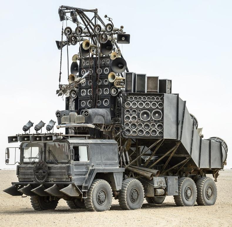 """""""Mad Max"""" дээр гардаг энэхүү машиныг зарж байгаа гэнэ"""