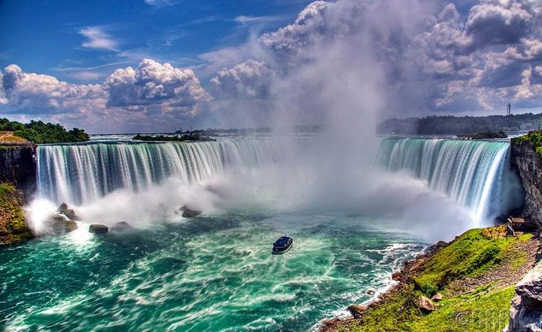 Канад, Америкын хил дээрх Ниагарын хүрхрээ